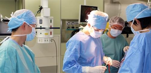 長時間の手術ほどアイケア グラスは威力を発揮する。
